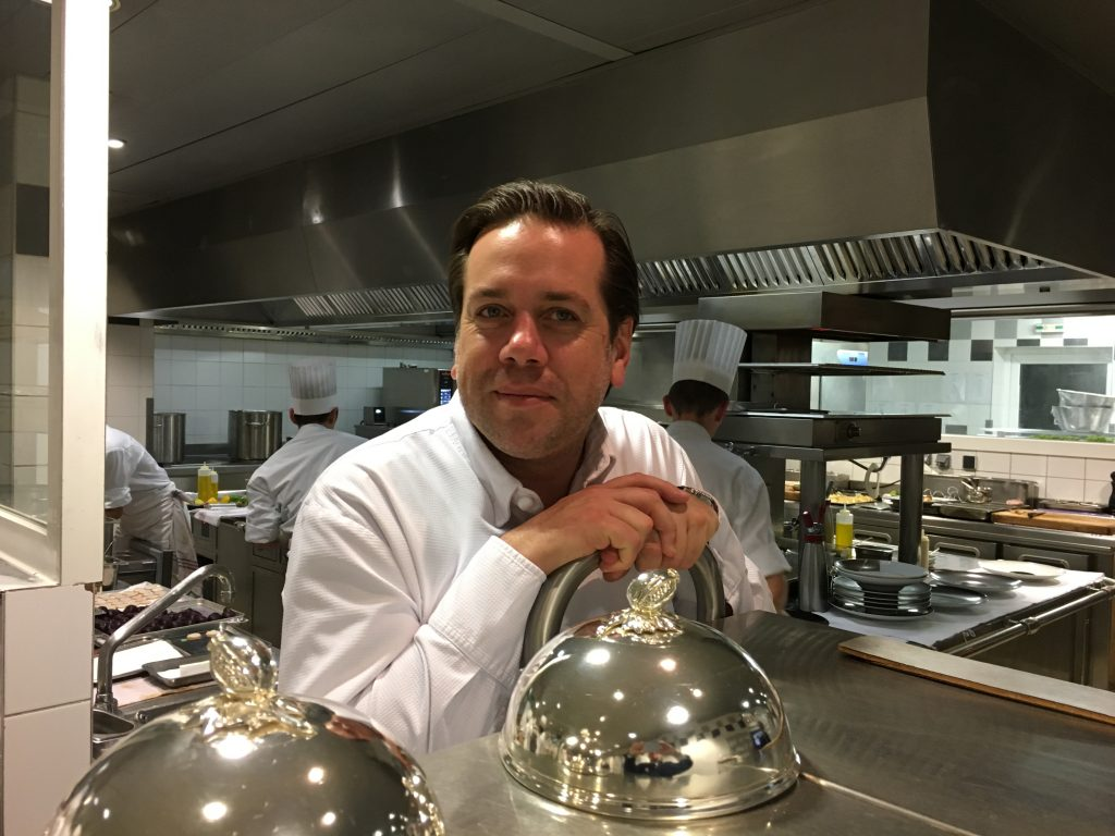 Arnaud Lallement en cuisine © GP