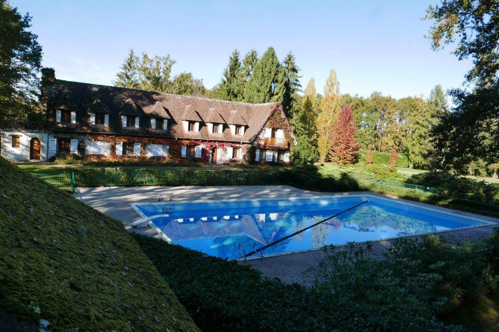 Parc, maison, piscine © GP