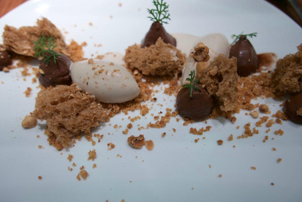 Sponge cake, noisette, chocolat glace noisette © GP