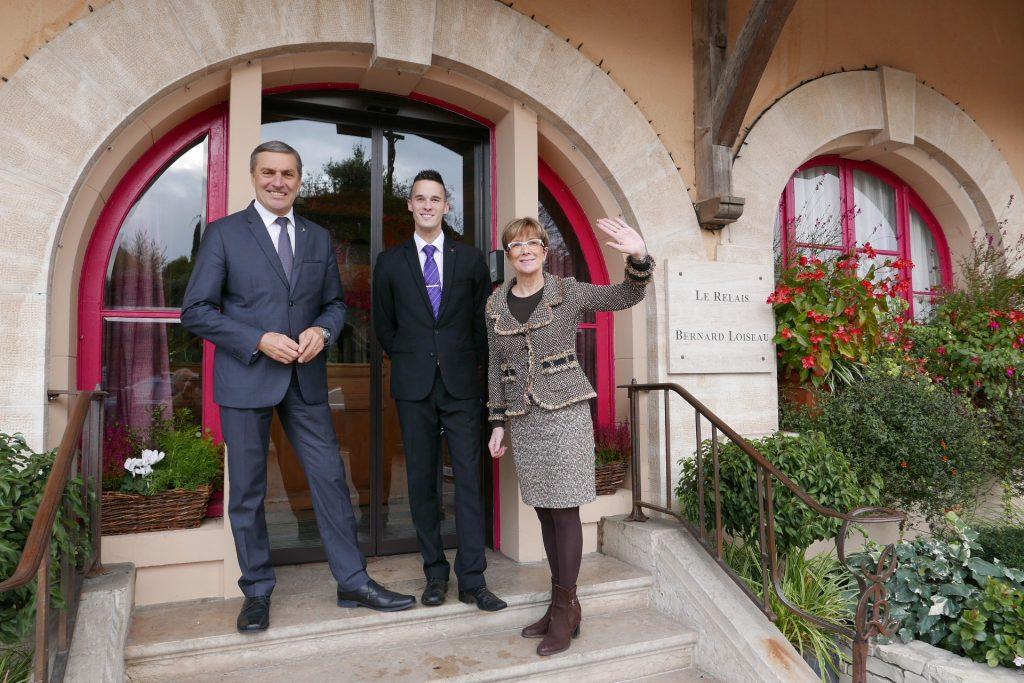 Dominique Loiseau avec Eric Rousseau et un jeune serveur © GP