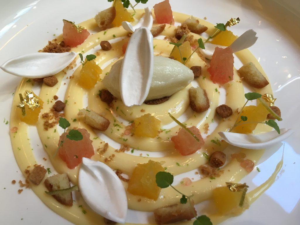 Crémeux de yuzu, meringue et sablé © GP