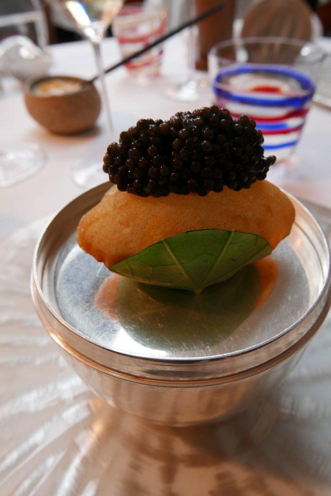 Pomme soufflée et caviar © GP