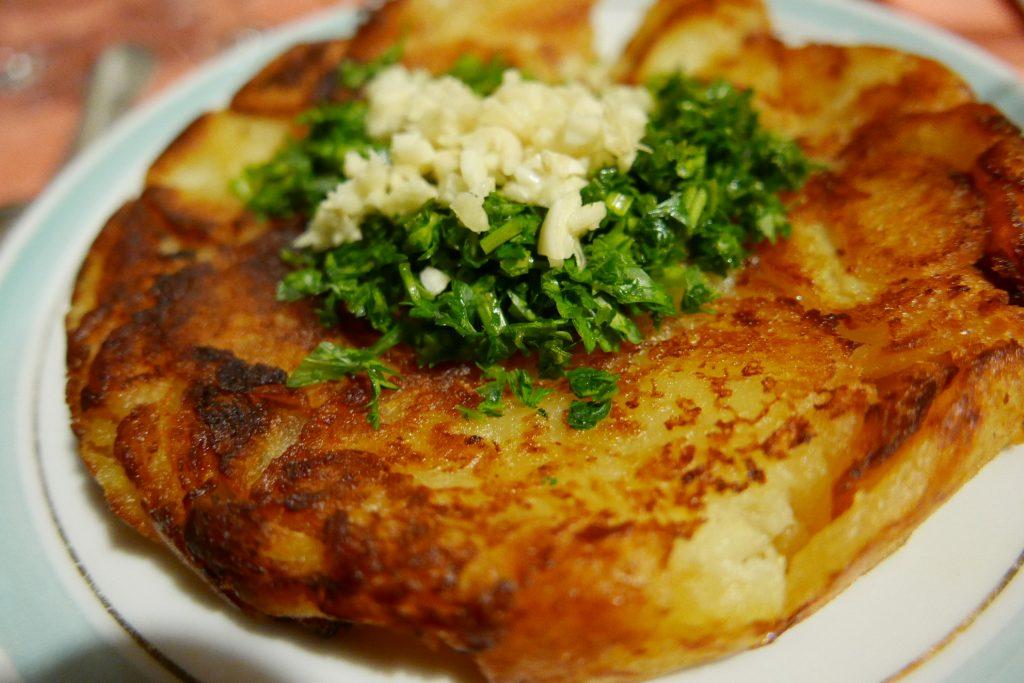 Le gâteau de pomme de terre à l'ail © GP