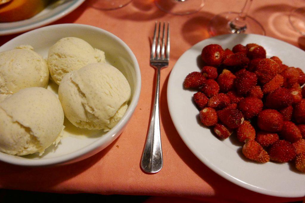 Glace vanille et fraises des bois ©GP