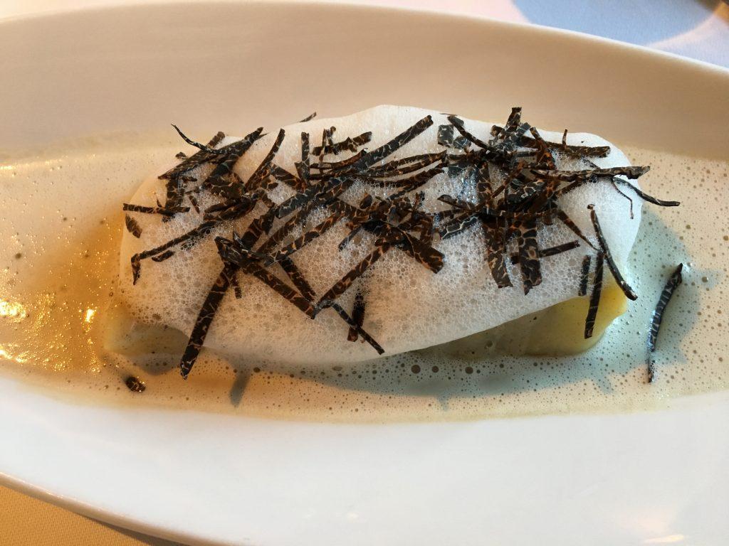 Cannelloni de foie gras poêlé aux champignons des bois et truffes ©GP