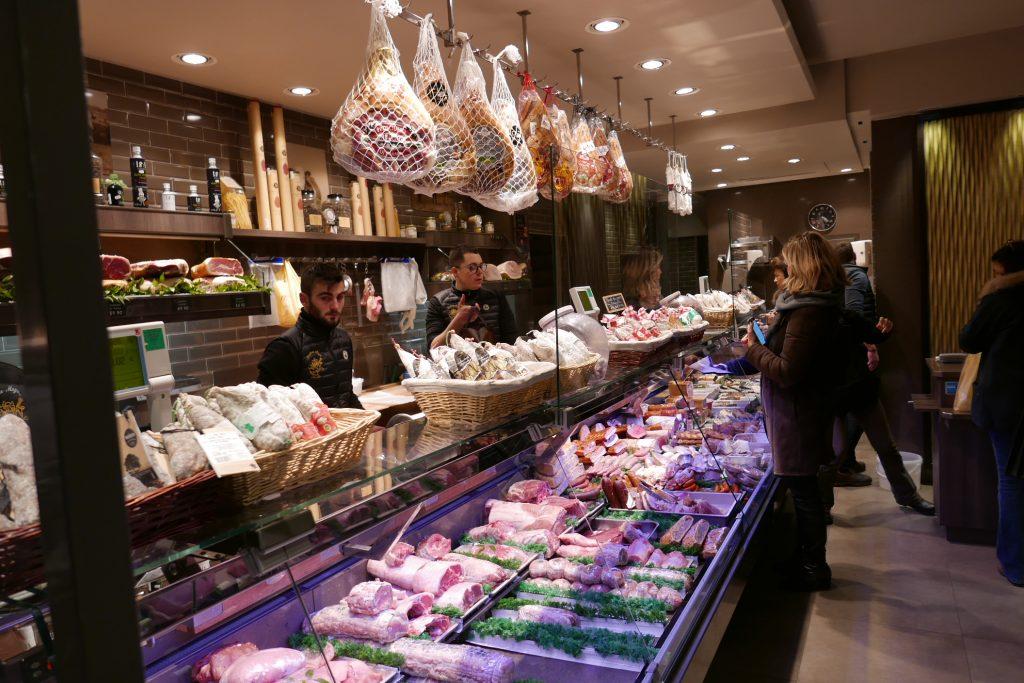 Paris 16e : un boucher sachant trancher