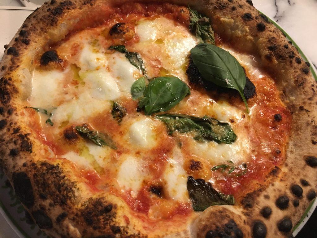 Paris 2e : une pizzeria populaire, mais chic