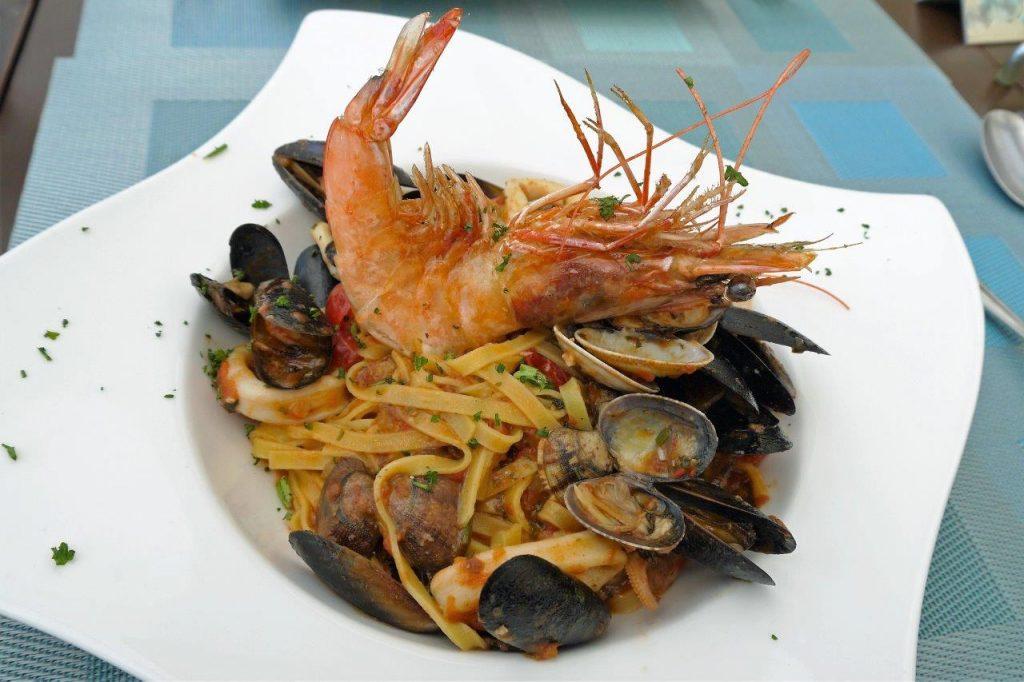Plage les pirates restaurant juan les pins les pirates abordent le printemps restaurants - Spaghetti aux fruits de mer ...