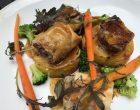 Pigeon fermier, les cuisses en pastilla, les suprêmes rôtis,, jus aux épices, légumes de saison © GP