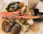 Dos de cabillaud sauvage en croûte d'herbes et crustacés ©GP