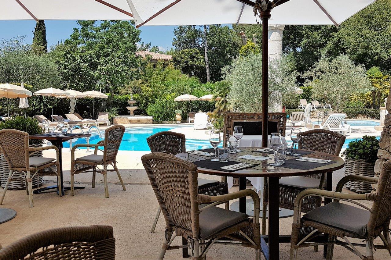 Terrasse bistrot c t piscine for Cote terrasse
