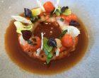 Fricassée de langoustines, bouillon à la mélisse et jeune poireaux ©GP