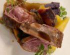 Gigot d'agneau, carottes fanes et pommes vitelottes ©GP