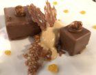 Le carré au chocolat et passion avec sa glace caramel au beurre salé ©GP