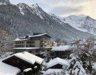 Le hameau et les montagnes © GP