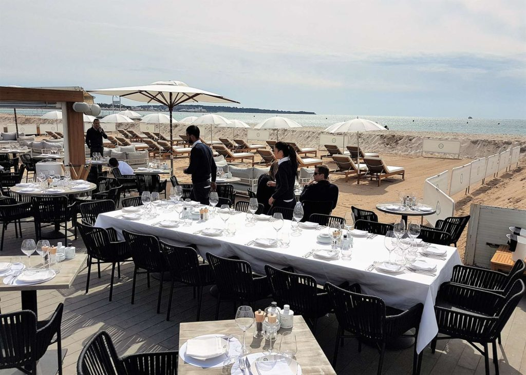 la m me plage restaurant cannes la m me la plage restaurants. Black Bedroom Furniture Sets. Home Design Ideas