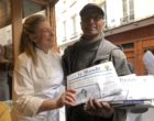 Dina NIkolaou avec Ali, le vendu de journaux historique de St Germain © GP