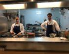 Geoffey Rambert et son adjointe en cuisine © LS