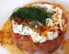 Tartare de saumon, aneth, fromage aux herbes ©DB