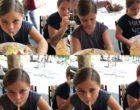 Les enfants à table © GP