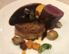 Chevreuil noisette et foie gras poêlé sauce Grand Veneur, choux de Bruxelles et châtaigne ©GP
