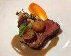 Pièce de bœuf dans l'idée d'un mironton, légumes de saison cuit en consommé, jus soubise ©GP
