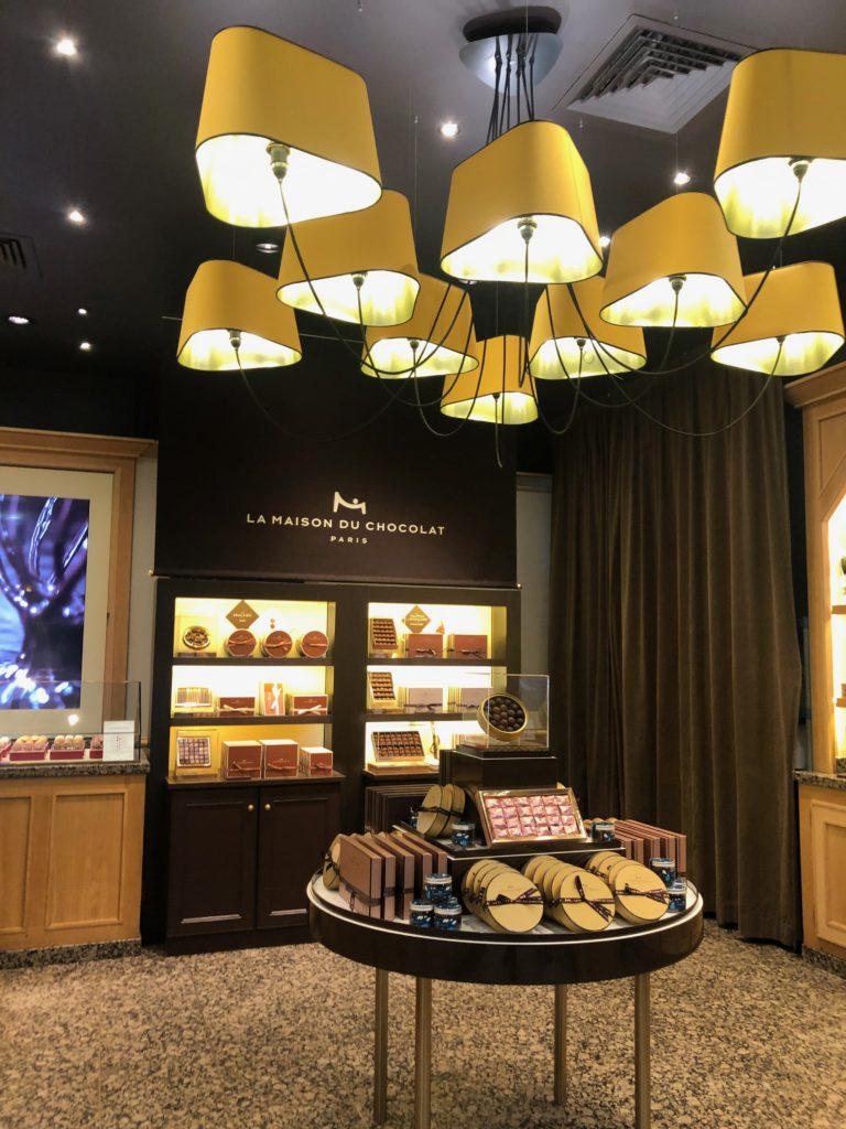 La Maison Du Chocolat Chocolatier Paris 9e La Maison Du Chocolat Cote Madeleine Le Blog De Gilles Pudlowski Les Pieds Dans Le Plat