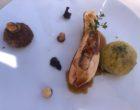 Suprême de volaille de la gruyère truffée au foie gras, chou vert au lard, cromesquis de cuisses © GP