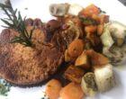 Steak de seitan et tofu fumé avec légumes de saison grillés ©GP