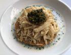 Tartelette au foie gras cru, moelle, tête de veau, caviar, ciboulette ©GP