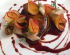 Foie gras de canard poêlé, prunes, céleri, anguille fumée, jus de wasabi et betterave © GP