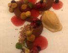 Chocolat, mousse aux noix, groseilles, fleur de sel, caramel ©GP