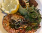 Comme une paella : riz parfumé au jus de crustacés, gambas, calamars et aiguillettes de volaille au citron vert © GP