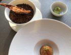 Brioche à la crème de truffe,tuile aux olives, avocat © GP
