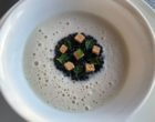 Chou fleur, crème Dubarry, caviar, flan de poireaux d'île de France, pain croustillant, cerfeuil © GP