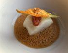 Cabillaud, jus aux épices, fleur de courgette en tempura ©GP