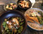 Bar et cochon, grenouilles et poitrine fumée, volaille sauce chien et patate douce, agneau, cervelle de canut et piment ©GP