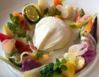 Assiette végétale d'été à l'œuf poché ©GP